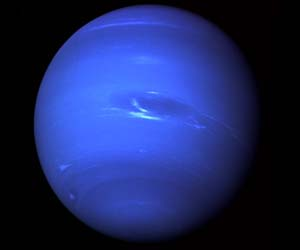 what spacecraft visited neptune - photo #20